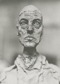 Giacometti, buste de Lotar 1965 Eli Lotar Épreuve gélatino-argentique d'époque, 17,8 x 12,7 cm. Don de Anne-Marie et Jean-Pierre Marchand 1993, collection Centre Pompidou, Paris, MNAM-CCI. © Eli Lotar