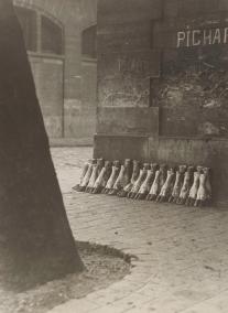 Aux Abattoirs de la Villette 1929 Eli Lotar Épreuve gélatine-argentique d'époque, 22,2 x 16,2 cm. Metropolitan Museum of Art, New York. © Eli Lotar