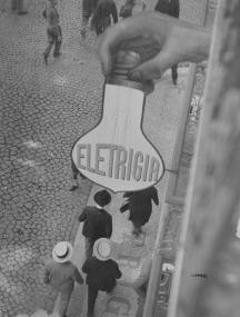 Sans titre Vers 1930-1934 Eli Lotar Épreuve gélatino-argentique d'époque, 40 x 30 cm. Don de M. Jean-Pierre Marchand 2009, collection Centre Pompidou, Paris, MNAM-CCI. © Eli Lotar