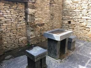 """Domaine de Kerguéhennec, Cour des communs, salle de la forge, installation de Maria Nordman """"fragment pour une cité nouvelle"""" /cultivetaculture"""