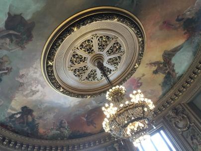Plafond et lustre du salon du glacier de l'opéra Garnier /cultivetaculture