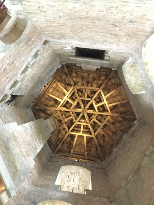 Charpente d'une des tours, logis ouest /cultivetaculture
