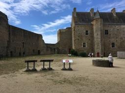 Vue sur la cour intérieure du château /cultivetaculture