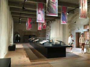 Salle des banquets et son exposition de vestiges archéologique /cultivetaculture