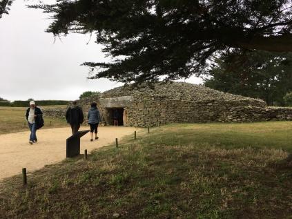 Reconstitution du cairn de la Tabe des Marchands /cultivetaculture